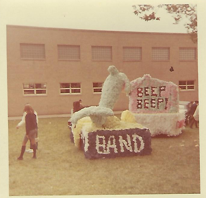 The Band's Float - TV's Flipper
